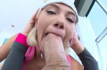 Blue Eyed Zelda Morrison Sucking Fat Cock